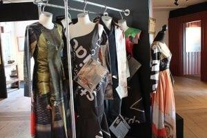Økolariet udstilling Upcycling kjoler 2017