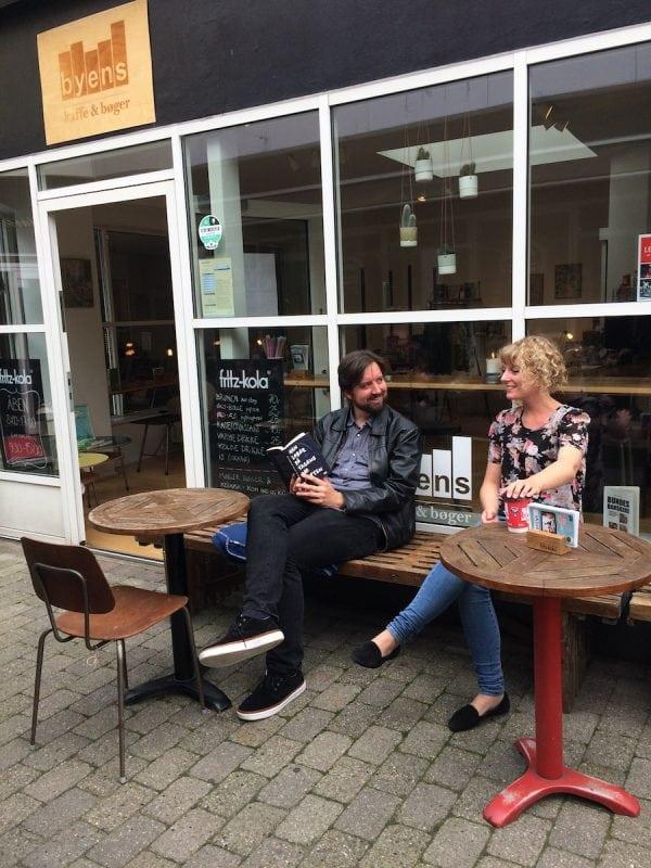 Bogcafé rykker ud på Rådhustorvet