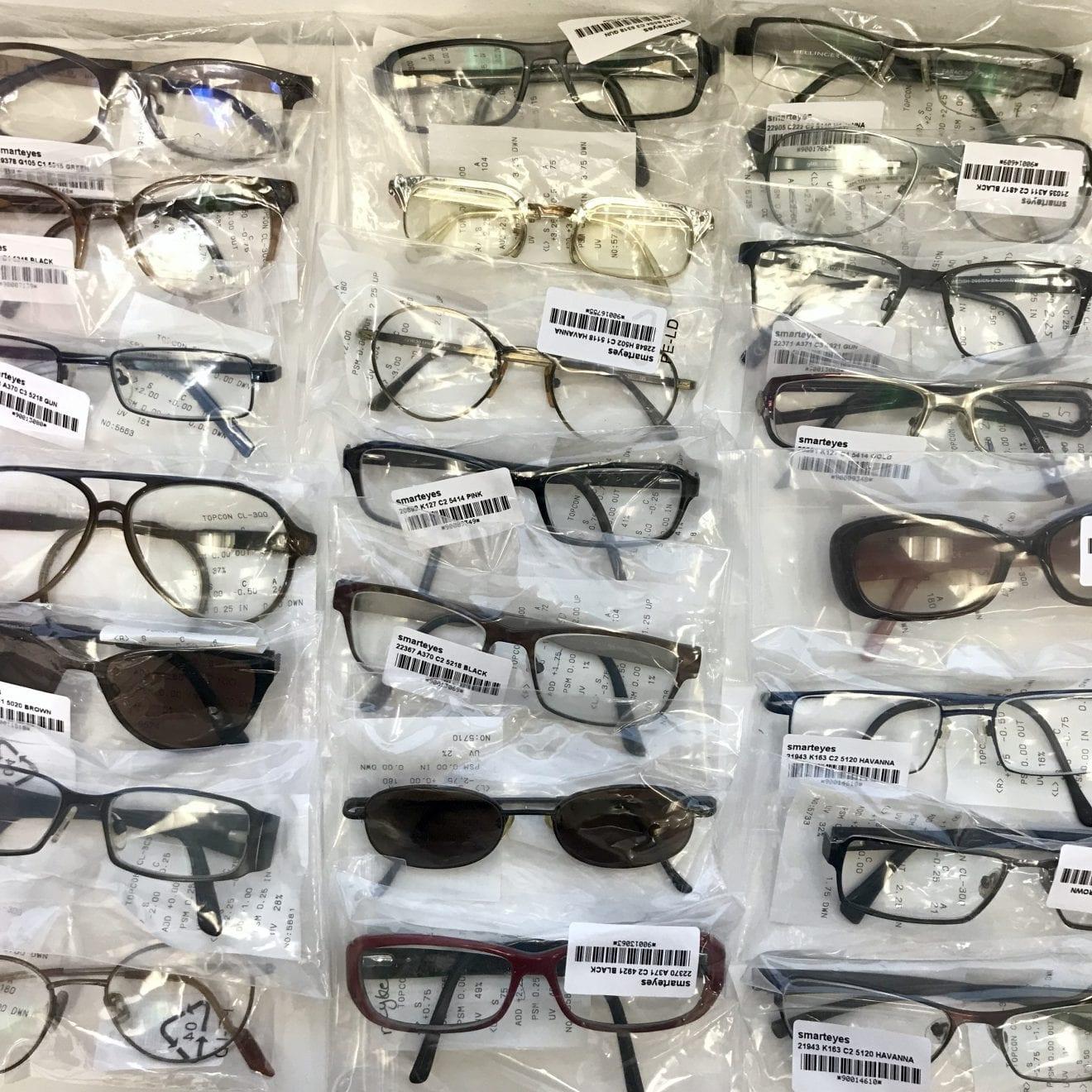 Brillebrugere i Vejle giver nyt liv til mere end 100 brugte briller