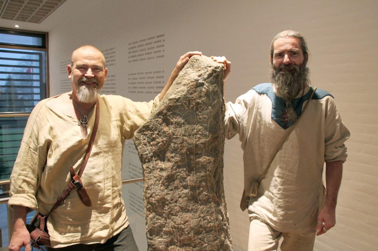 25 år med verdensarv i Jelling: Ny runesten til minde om året hvor danerne blev klimatosser